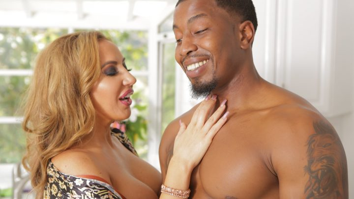 Mommyblowsbest.com – Cum and Get It Richelle Ryan & Isiah Maxwell  Cock Slapping