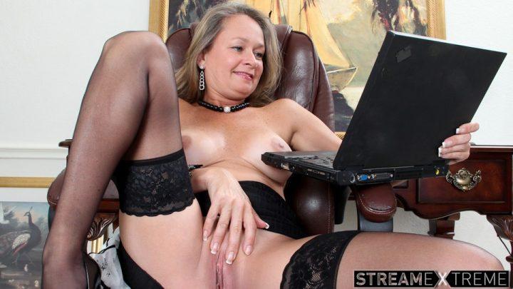Anilos.com – Porn Gets Her Excited Kashmir 2012 Stockings