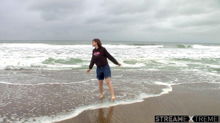 Hdwetting.com – Ocean Makes Her Pee  2013 Outdoors