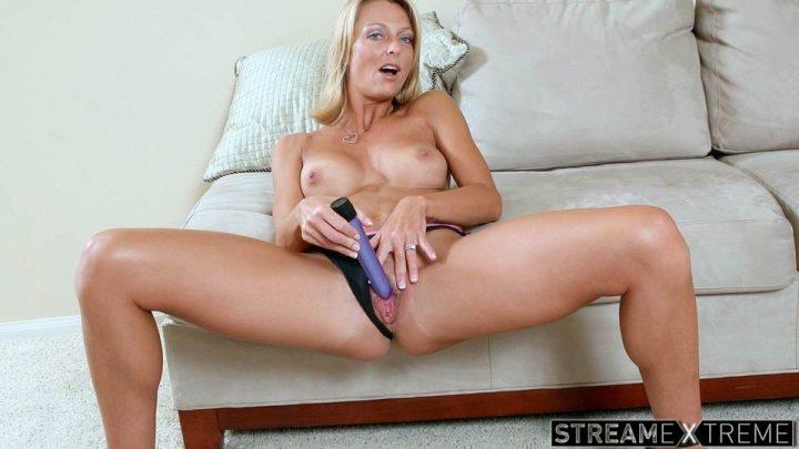 Anilos.com – Purplepussy Brenda James 2008 Blonde
