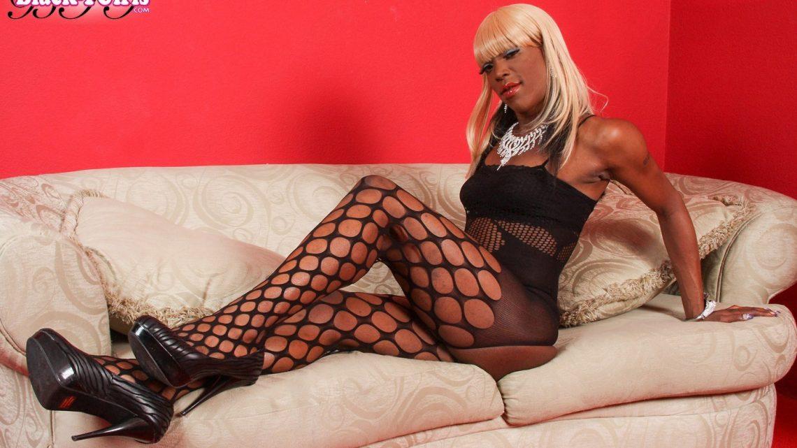 Blacktgirls.com – Ebony Rides Her Dildo Ebony 2013 Transsexual