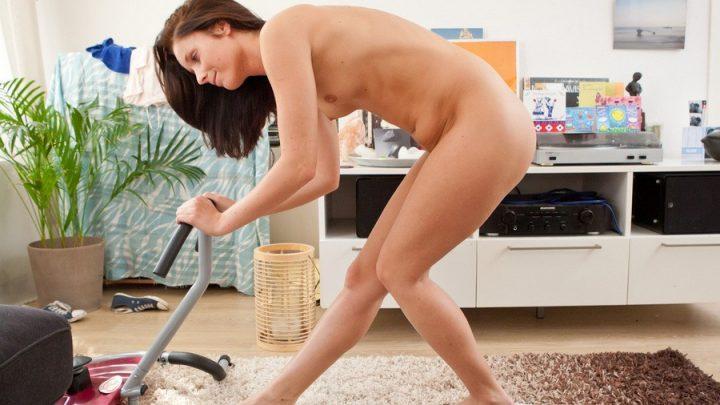 Abbywinters.com – Nude Girls Urination Karlijn Karlijn 2012 Redux